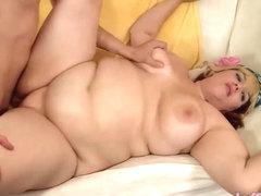 Saucy Plumper Buxom Bella Enthusiastically Sucks and Fucks a Skinny Dude