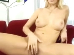 Alluring Milf Gives Blowjob Stimulation With Her Wet Mouth