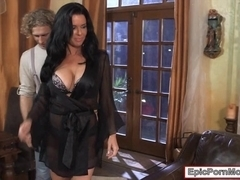 Massive boobs mature Veronica Avluv fucked younger cock