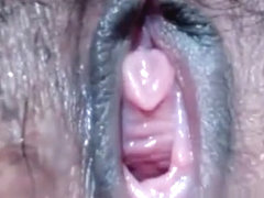 CloseUp wet juice pussy shoot