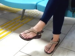 Yng Gf dangling sexy feets natural perfect toes