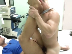 Gaysex bottom hunk shoots his load