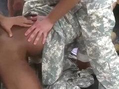 bdsm gay militar de rodillas