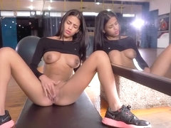 Watch4Beauty - Denisse Gomez - Dancing