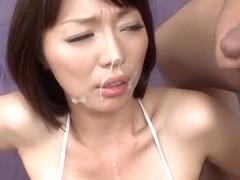Sensual Jap Babe Izumi Manaka wird gefickt und mit Sperma gefüllt