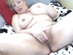 Real mom with big beautiful body